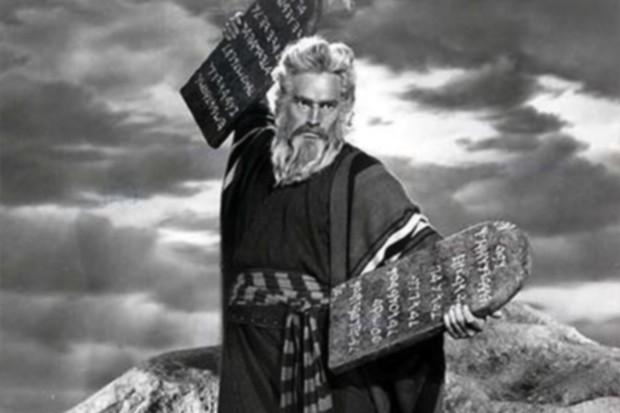 moises-y-los-diez-mandamientos-620x413
