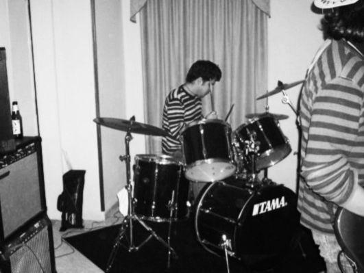 Io che suono da qualche parte, con qualche band, qualche sera di qualche anno fa (molti)